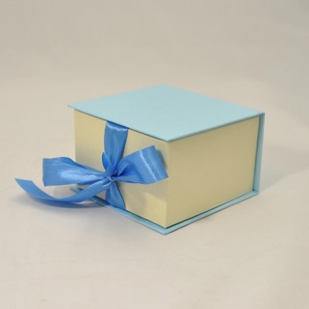 Коробка Табакерка на лентах 12*12*7,5см Голубая-Бежевая точка блеск