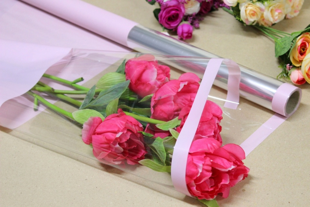 Пленка тонировка для цветов с прозрачным окном 70см*10м Нежно-розовая