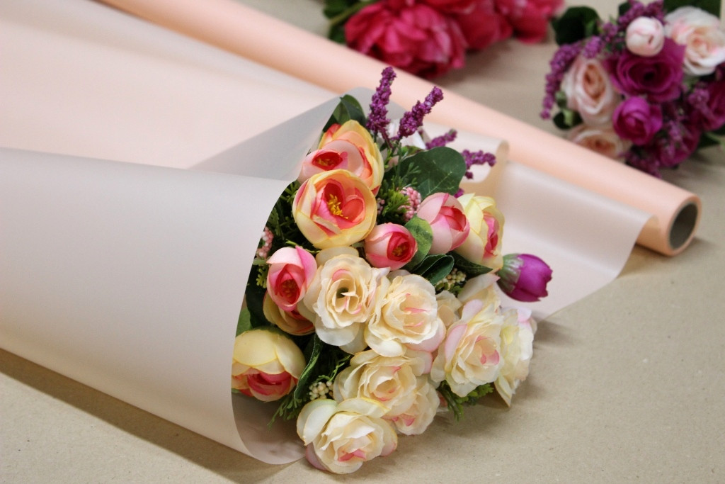 Калька для цветов - матовая флористическая пленка 70см*10м Персиковая пудра