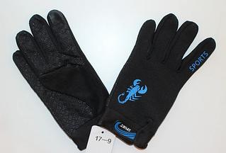 Черные мужские спортивные перчатки с рисунком скорпиона.