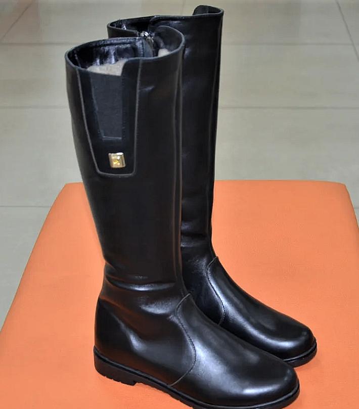 Сапоги женские кожаные черные Karmen 133027. Женская обувь