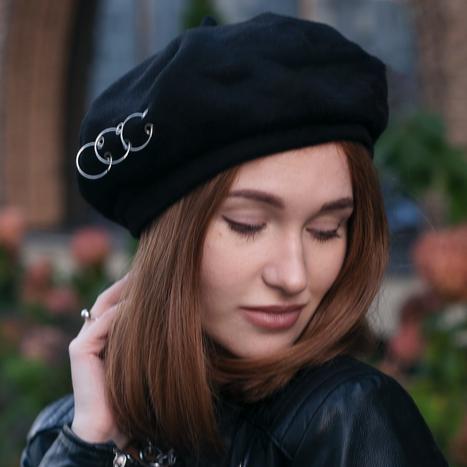 Берет женский французский с кольцами черный трендовый зимний теплый замшевый