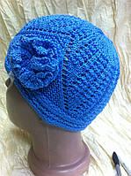 Голубая шапка для  девочки ажурной вязки с украшением