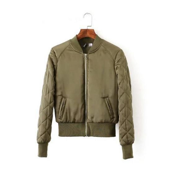 Бомбер зеленый женский куртка демисезонная короткая теплая, цвет оливковый