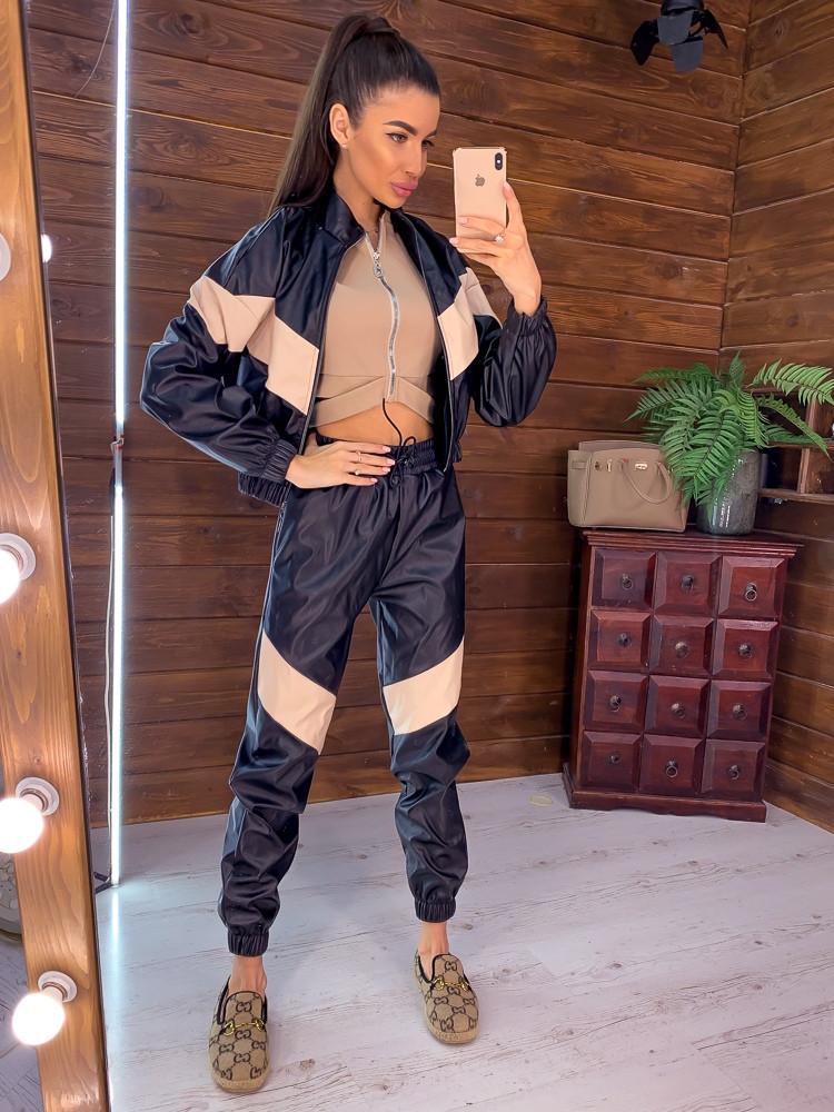 Трендовый костюм: курточка и брюки-карго с контрастными вставками
