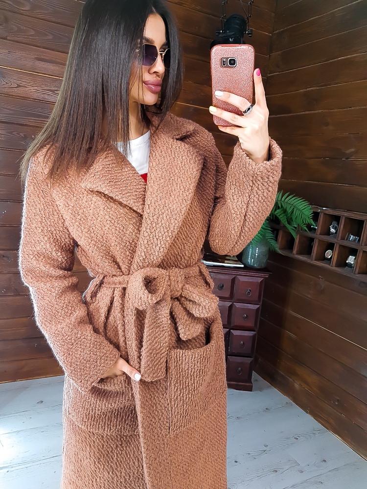 Бежевое фактурное    пальто приталенное поясом в