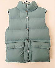 Женский теплый пуховый жилет жилетка  куртка  без рукавов с накладными карманами бежевый черный красный