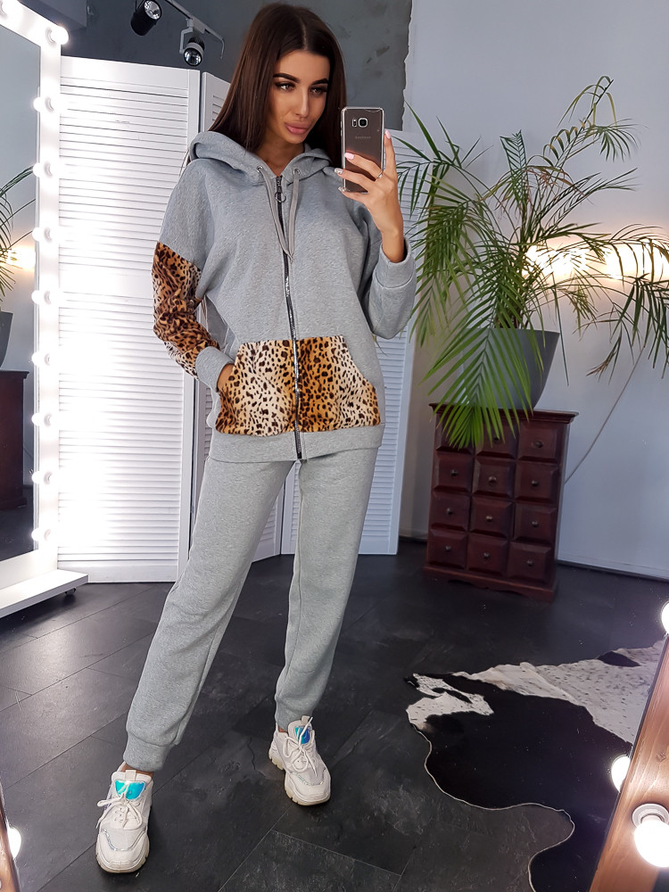 Теплый серый костюм с леопардовыми вставками