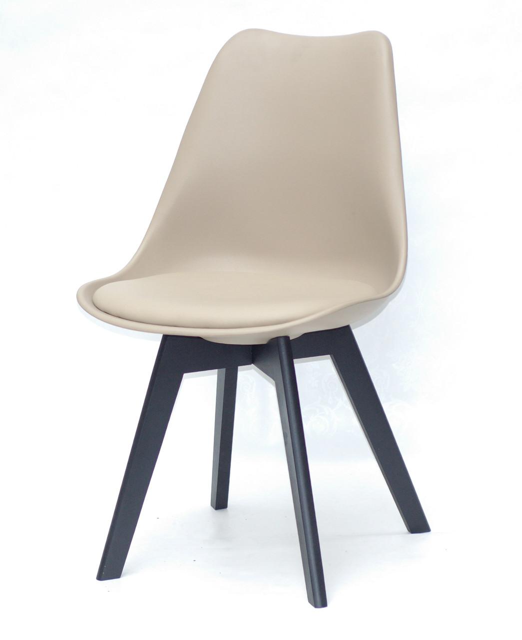 Стул с пластиковой спинкой бежевый и сиденьем эко-кожа Milan на черных деревянных ножках
