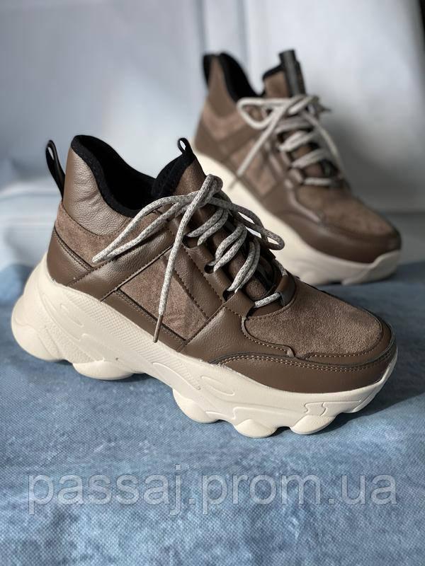 Коричневые спортивные кроссовки на платформе