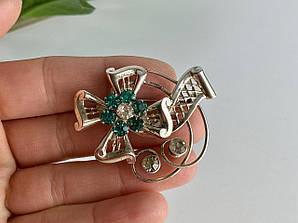 Серебряная брошь с ювелирным стеклом  Цветение