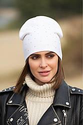 """Стильная женская шапка """"Стразы"""" демисезонная двойная цвет белый"""