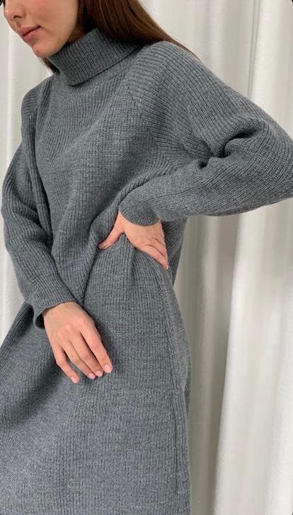 Стильное свободное вязаное платье шерсть