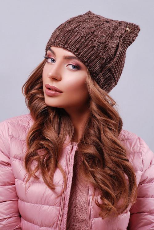 """Модная женская шапка """"кошка"""" с фурнитурой коричневая"""