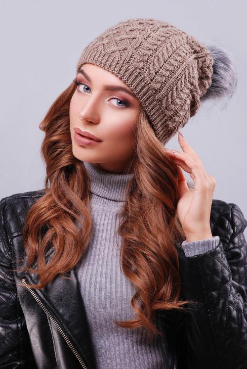 """Модная женская шапка с пышным пампоном из искусственного меха под """"чернобурку"""" кофе"""