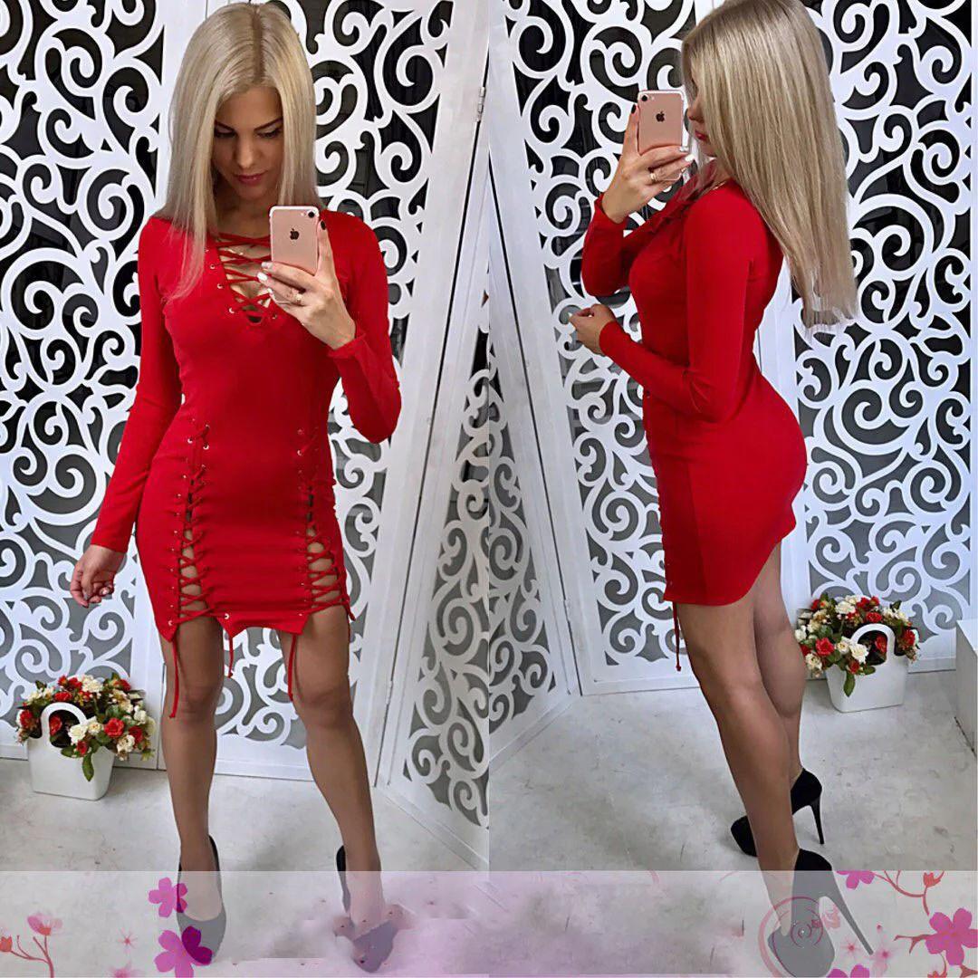 Платье со шнуровкой и люверсами обтягивающее короткое