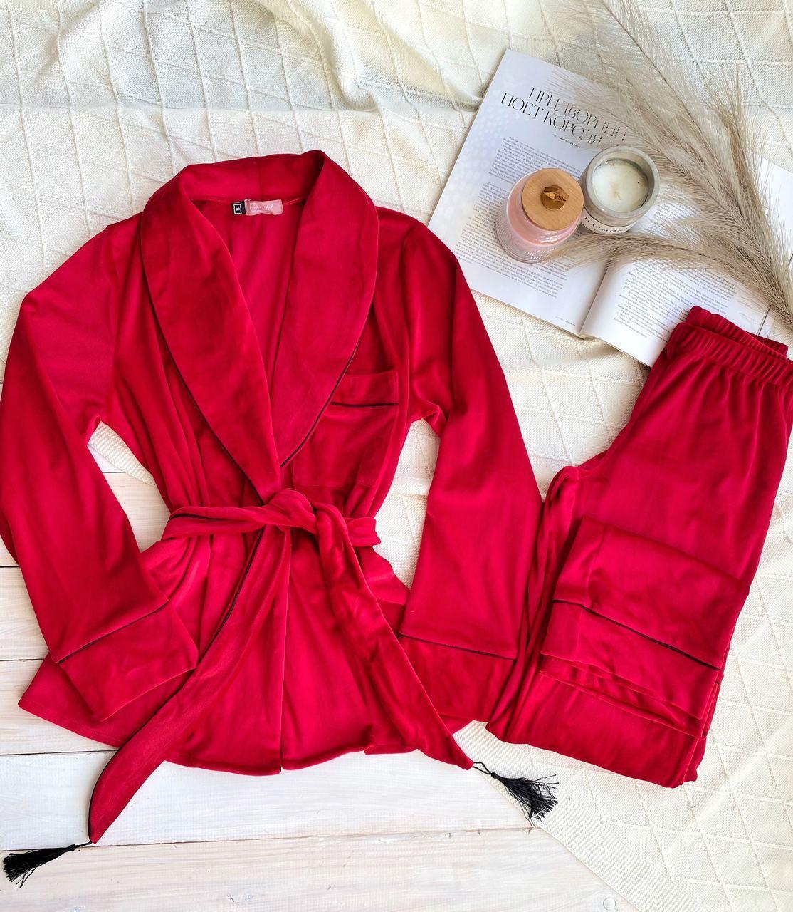 Женская бархатная пижама: укороченный халат и штаны