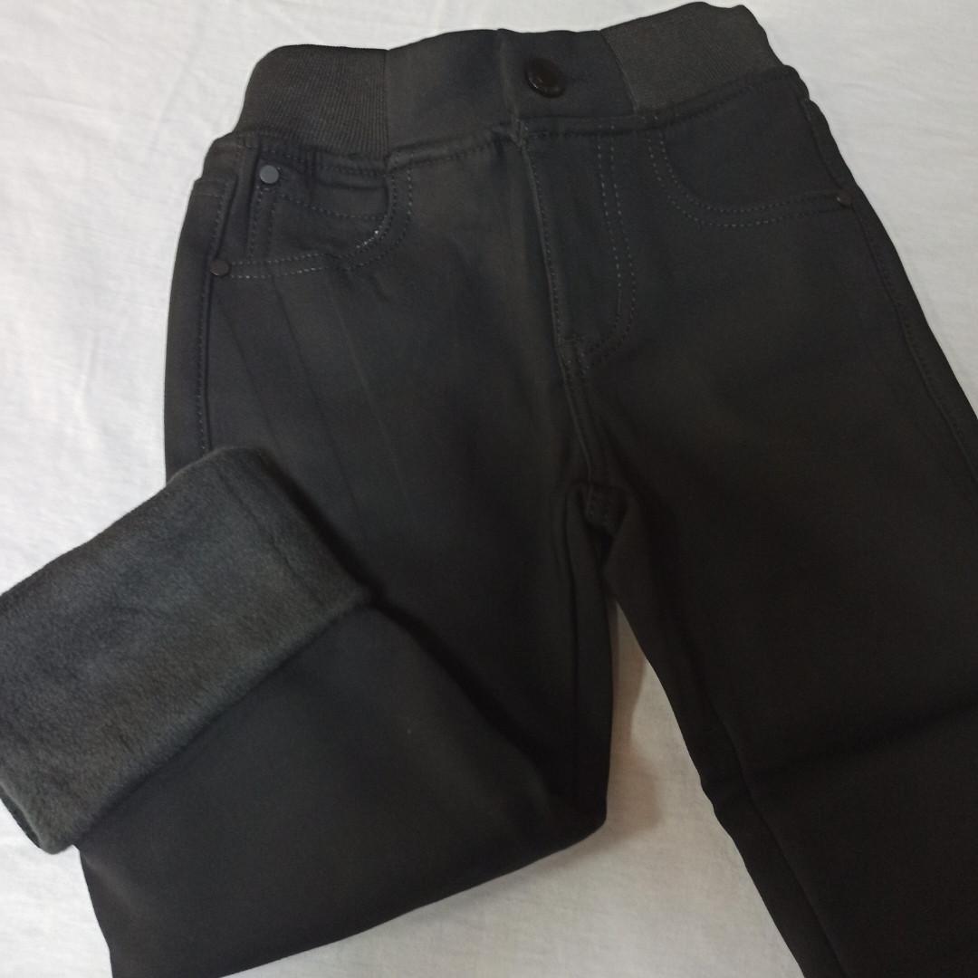 Модные и теплые классические джинсы для мальчика на меху черного цвета.