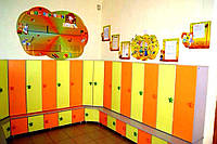 Шкаф для раздевалок детских садов на 5 секций для хранения одежды, с тумбой для обуви-лавочкой 150х43х165 см