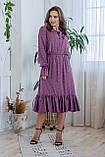 Легкое летнее штапельное платье миди, (40-46рр), декорировано рюшами, принт - розовые цветы на темно-сиреневом, фото 2
