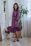 Легкое летнее штапельное платье миди, (40-46рр), декорировано рюшами, принт - розовые цветы на темно-сиреневом, фото 3
