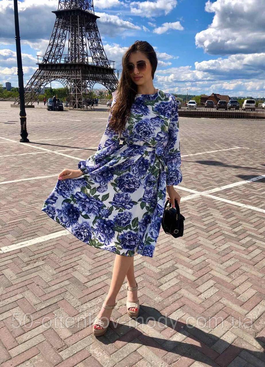 Летнее платье за колено, с резинкой на поясе, длинный рукав (40-46), принт - синие цветы на белом