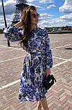 Летнее платье за колено, с резинкой на поясе, длинный рукав (40-46), принт - синие цветы на белом, фото 4