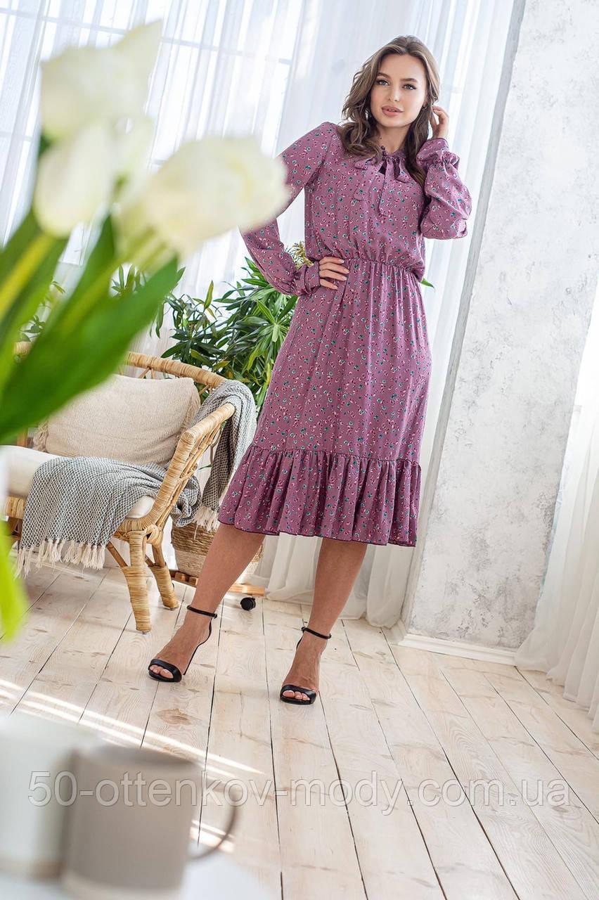 Легкое летнее штапельное платье миди, (40-46рр), декорировано рюшами, зеленые цветы на сиреневом