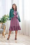 Легкое летнее штапельное платье миди, (40-46рр), декорировано рюшами, зеленые цветы на сиреневом, фото 3