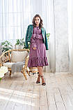 Легкое летнее штапельное платье миди, (40-46рр), декорировано рюшами, зеленые цветы на сиреневом, фото 4
