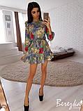 Легкое летнее платье мини с рюшами (40-46рр), рукав три четверти, принт: цв.тропик на сером, фото 2