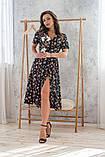 Легкое летнее платье на запах, (48-50рр), миди, за колено, принт  мелкие букеты на черном, фото 3