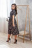 Легкое летнее платье на запах, (48-50рр), миди, за колено, принт  мелкие букеты на черном, фото 4