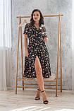 Легкое летнее платье на запах, (48-50рр), миди, за колено, принт  мелкие букеты на черном, фото 5