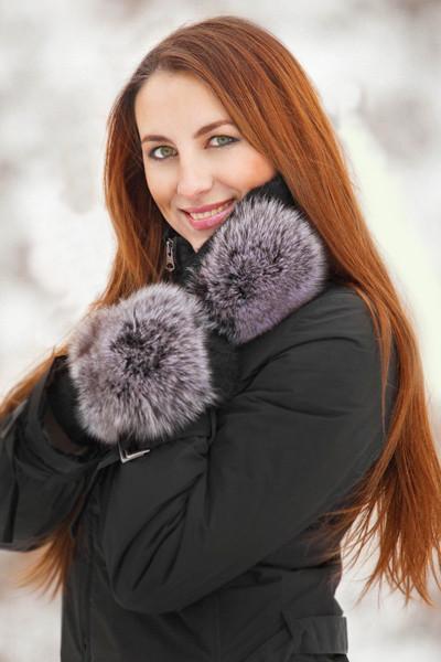 Теплые зимнее трикотажные варежки с натуральным мехом песца