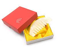 Гребень нефритовый в подарочной коробке 9х9х2см (24566)