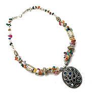 Ожерелье с каменьями и кулоном (25956)