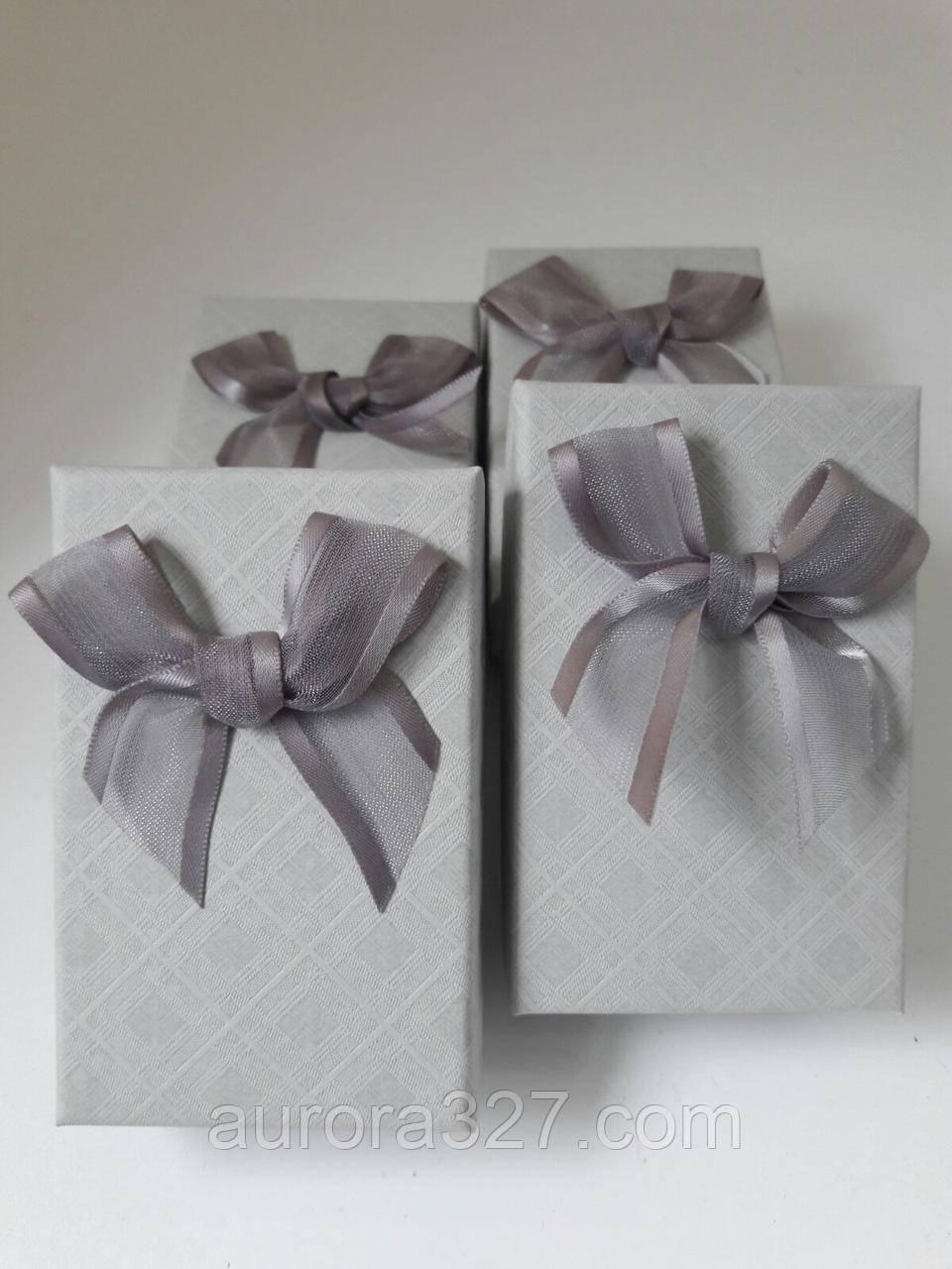 """Подарочная коробочка под набор """"Геометрические узоры с бантом"""" Серый 8х5х3 см"""