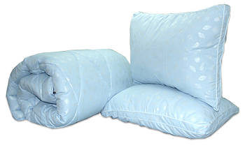 Одеяло полуторное голубого цвета с наполнителем искусственный лебяжий пух + 2 подушки 70х70 см