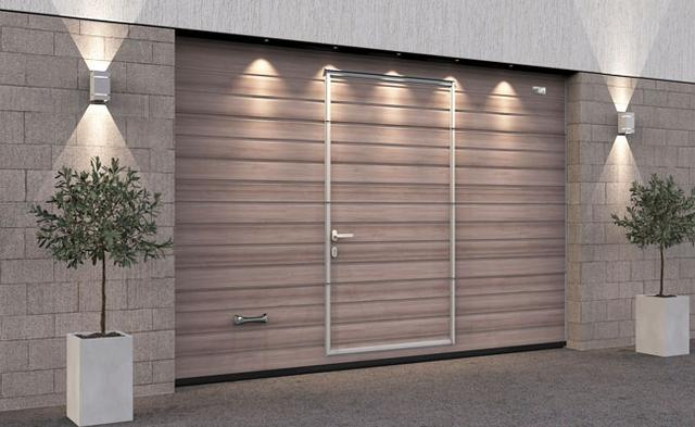 Ворота гаражные секционные Алютех со встроенной калиткой и цифровой печатью Антик