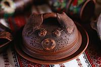 Сальница (тарелка и крышка) хрюшка ручной работы из красной глины, фото 1