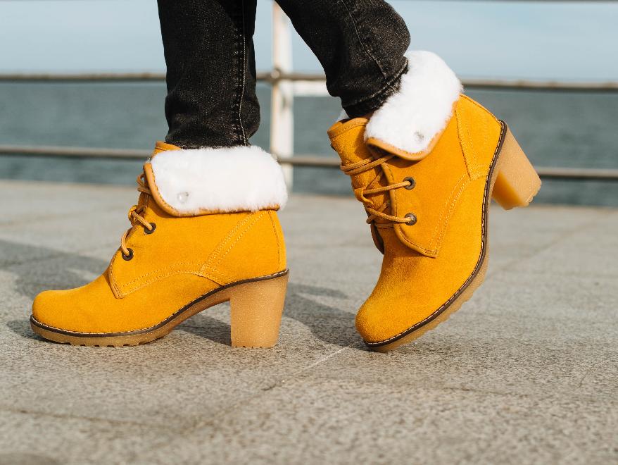 Ботинки зимние замшевые Tallend женские на каблуке песочные