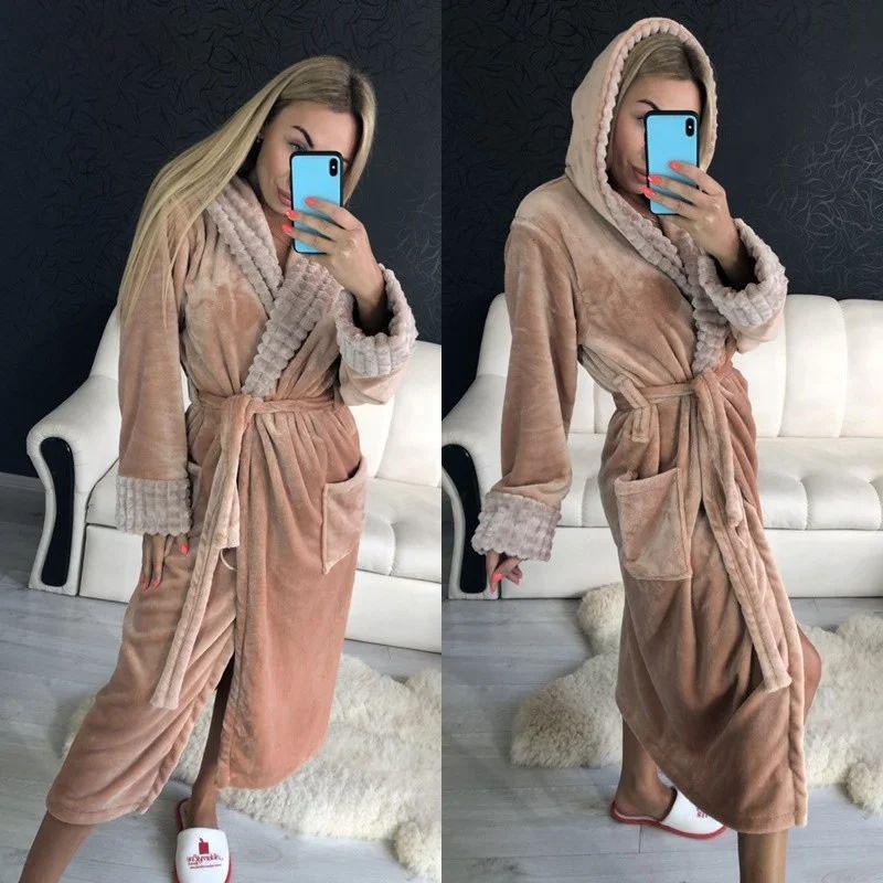 Стильный женский длинный махровый халат с капюшоном нюдового цвета