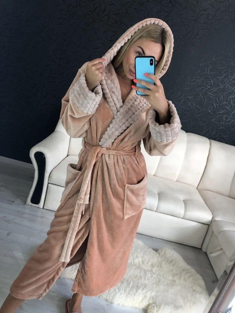 Женский теплый бежевый домашний халат с капюшоном длинный