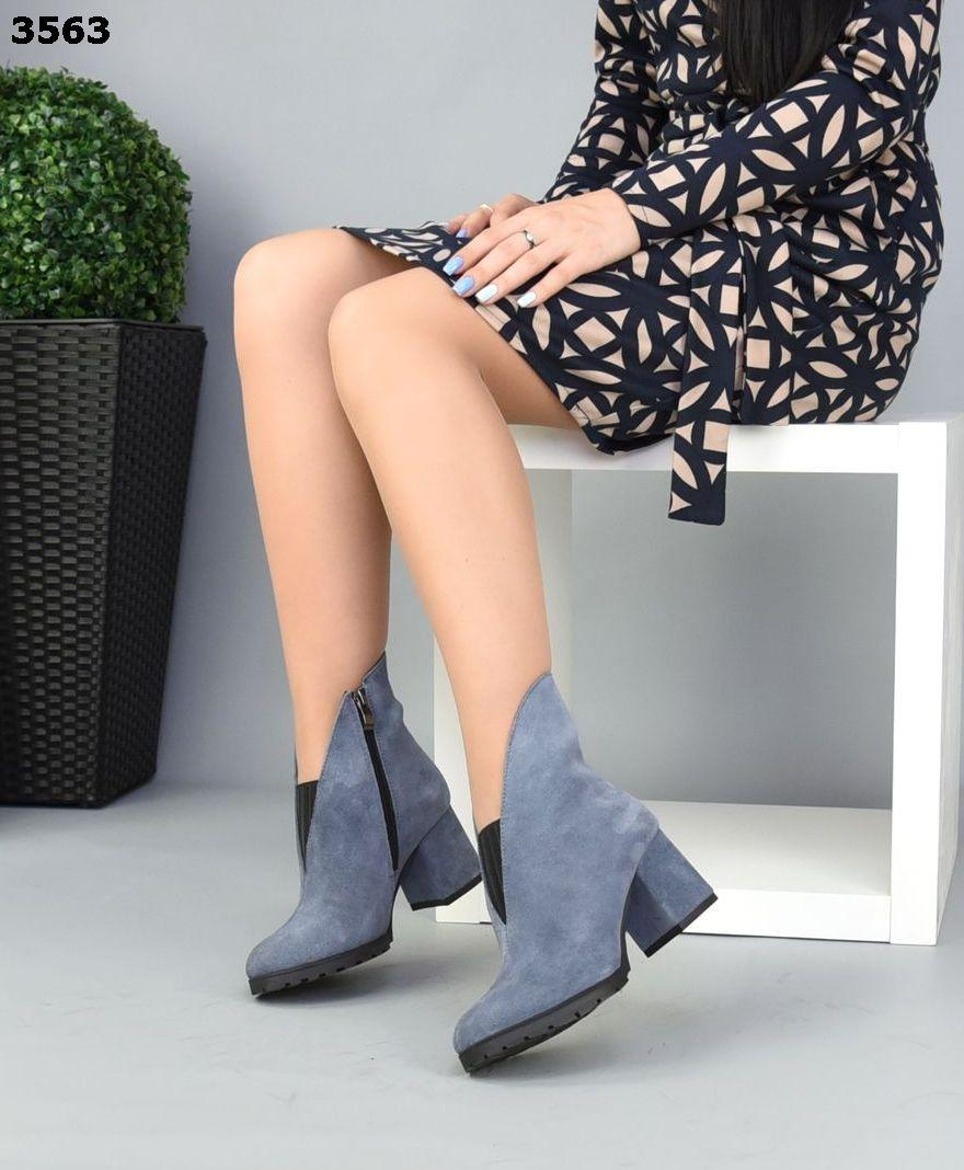 Жіночі замшеві чоботи ботильйони на підборах 38 р сіро-блакитний