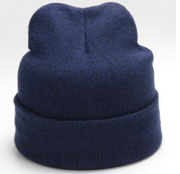 Стильная синяя шапка для мужчин