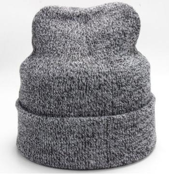 Стильная серая шапка для мужчин