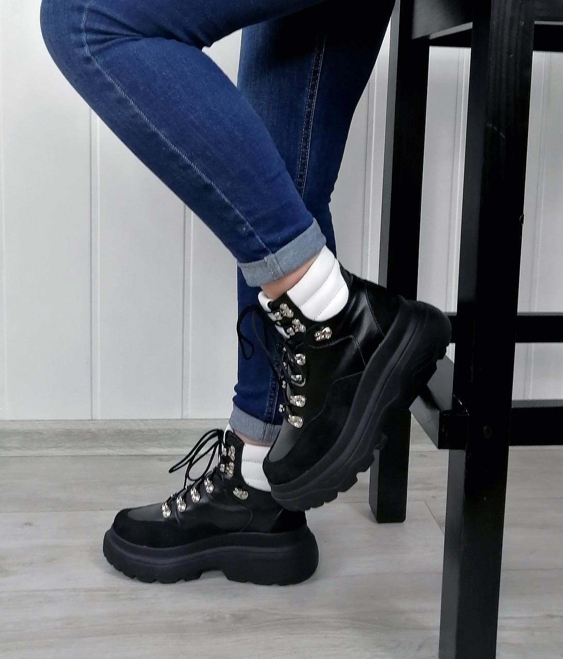 Высокие спортивные женские ботинки в наличии