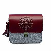 Фетровая женская бохо-сумка Лилу с кожаными бордовыми вставками. Внутри - подарки