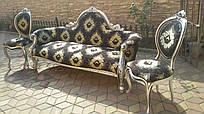 Итальянская мягкая мебель в стиле барокко  диван и два стульчика.